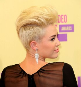 Miley-Cyrus-In-Her-Pixie-Mohawk-Haircut-5