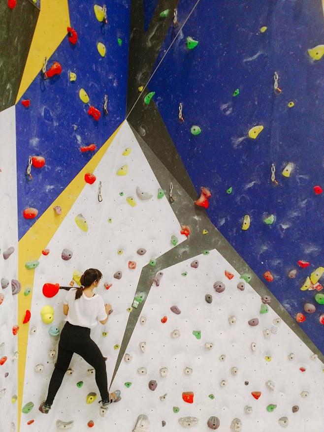 Chris-Sharma-Climbing-Barcelona-Coamotta